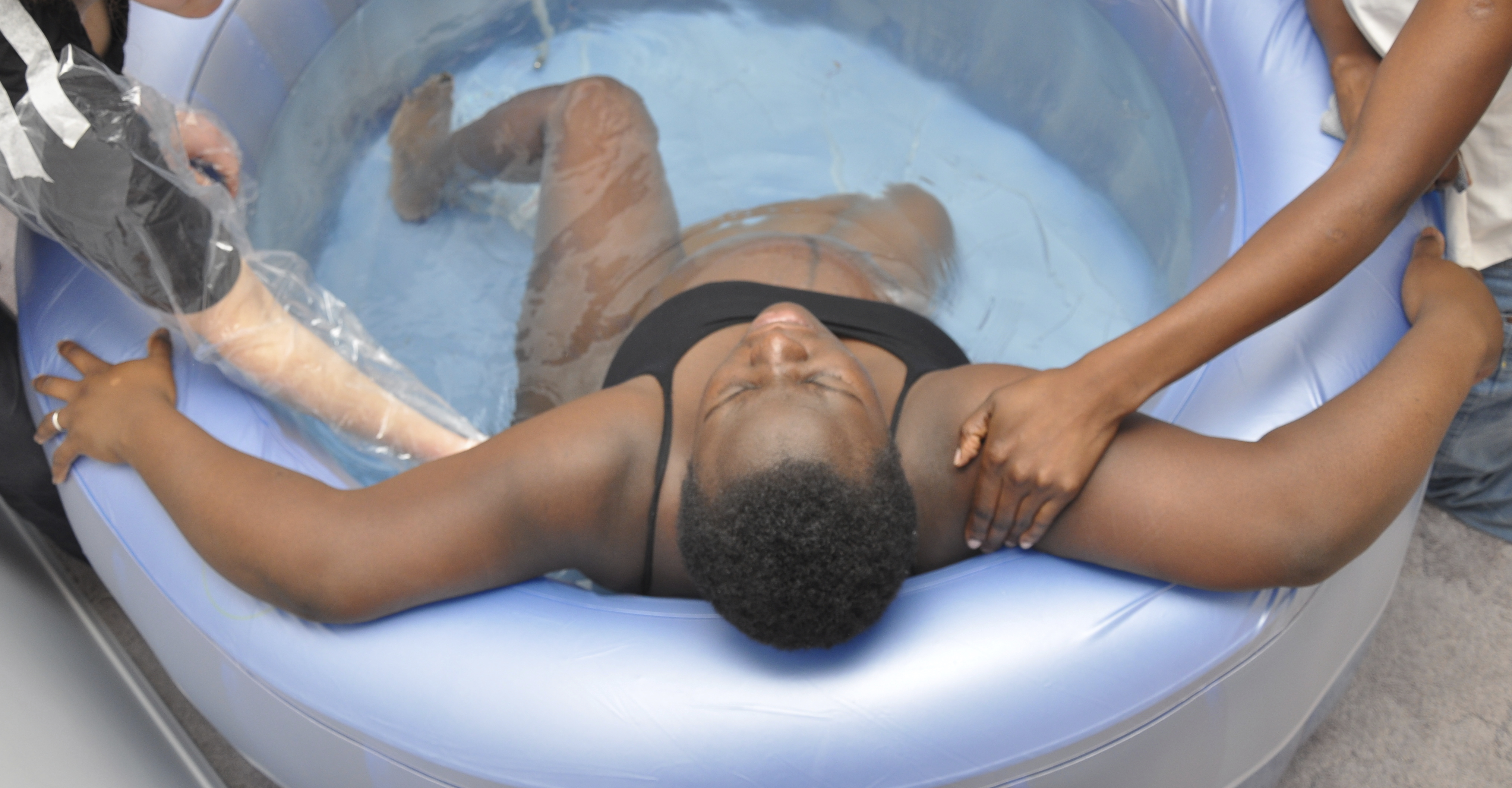 Bathing during pregnancy - the pros and cons